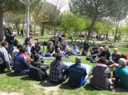 asamblea participativa en un parque