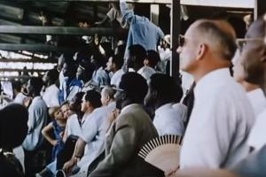 Espectadores en el partido de fútbol